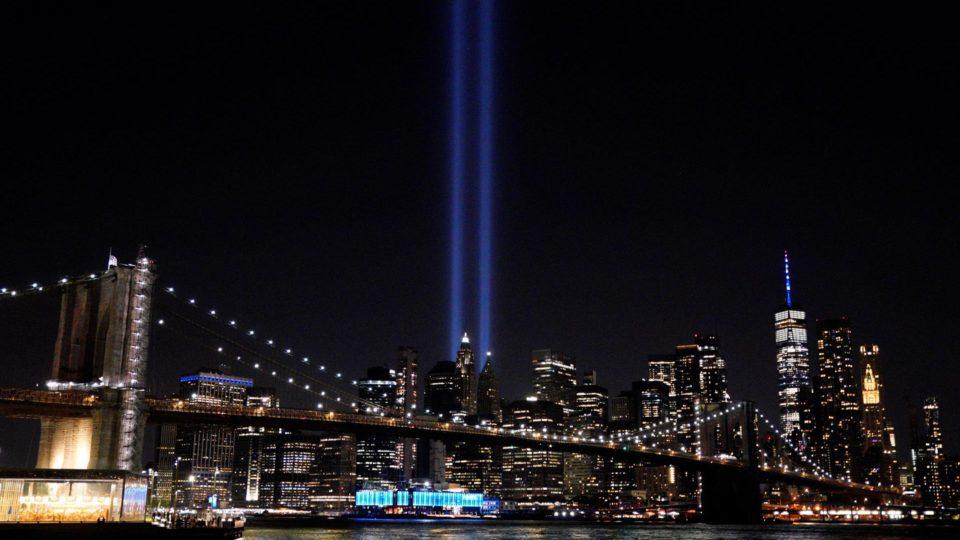 Luzes em Nova Iorque no último sábado lembraram os 20 anos dos atentados
