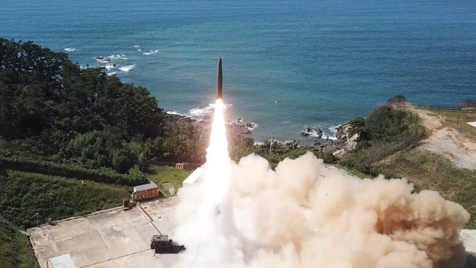 Teste com novo míssil balístico da Coreia do Sul, desenvolvido este ano, segundo o Ministério da Defesa do país, 15 de setembro