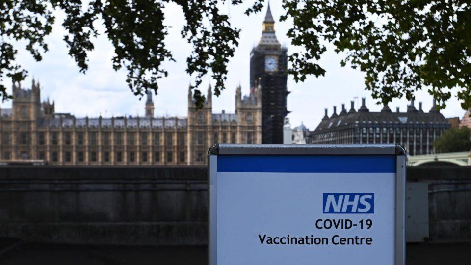 Reino Unido mantém Brasil na lista vermelha; Alemanha aceita vacinados com Coronavac