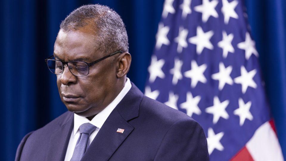 Secretário de Defesa Lloyd Austin pediu desculpas e determinou investigação sobre o caso