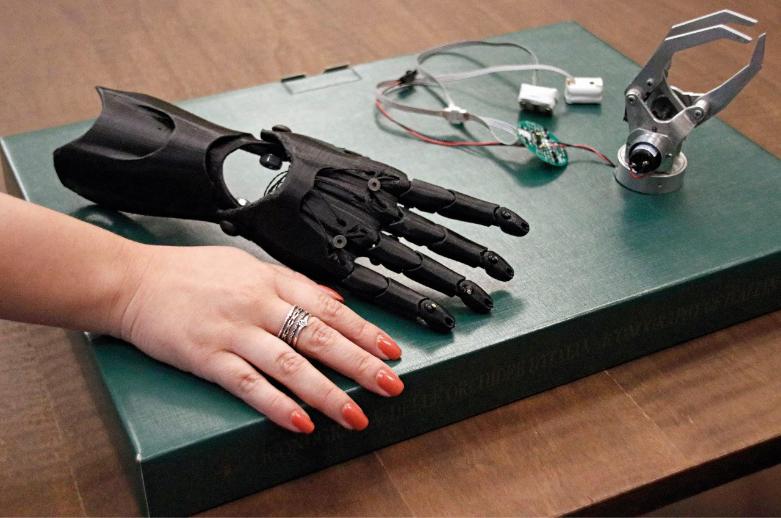 Na imagen, próteses eletrônicas.