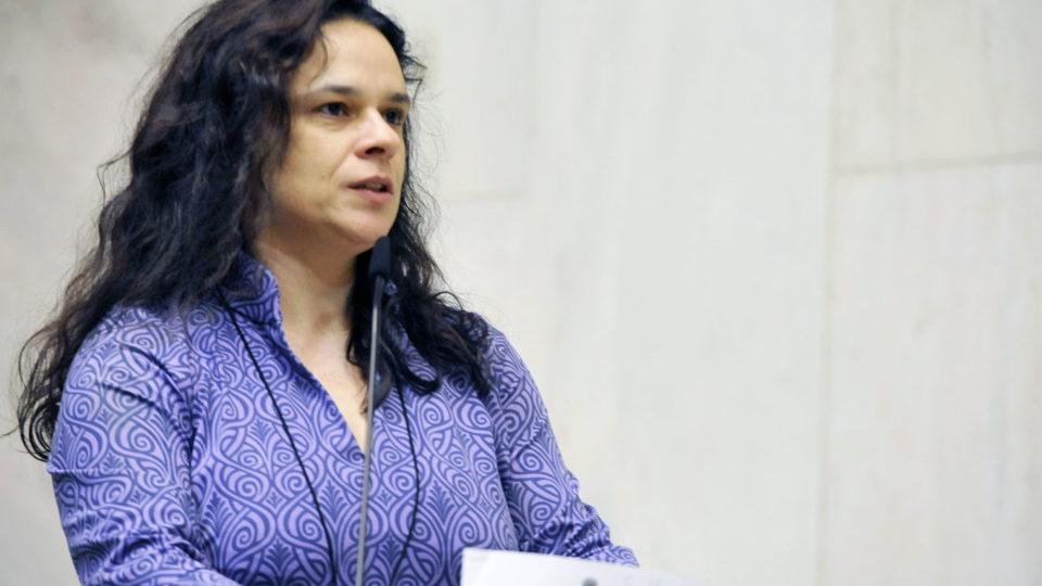 Janaina Paschoal pede esclarecimentos ao governo de SP sobre morte de jovem recém-imunizada