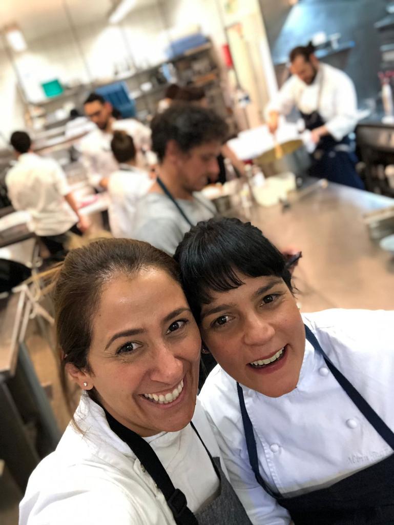 As chefs Claudia Krauspenhar e Manu Buffara juntas, em sua primeira viagem em 2019.