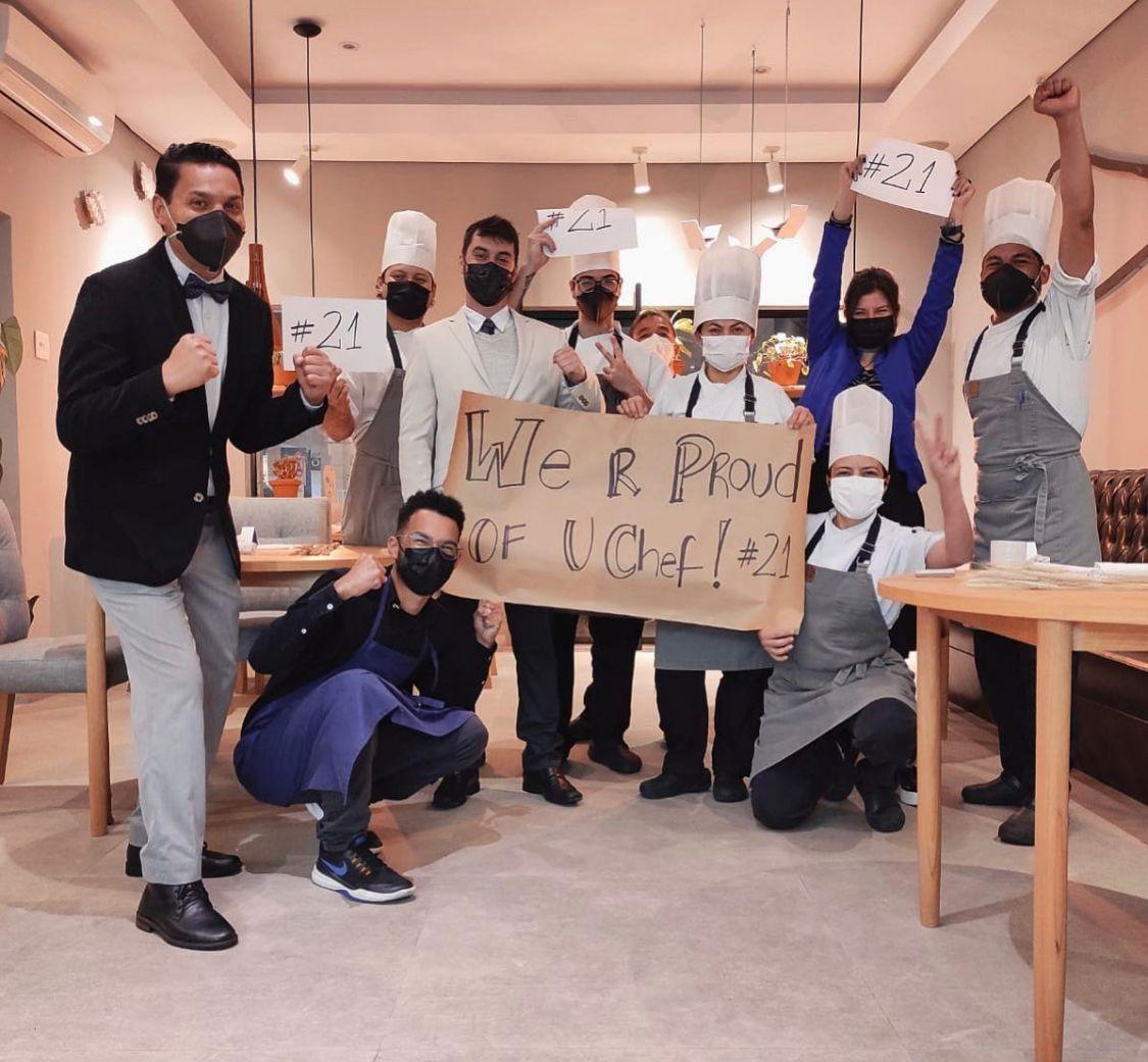 Equipe do Manu comemora a divulgação da lista dos melhores chefs do mundo.