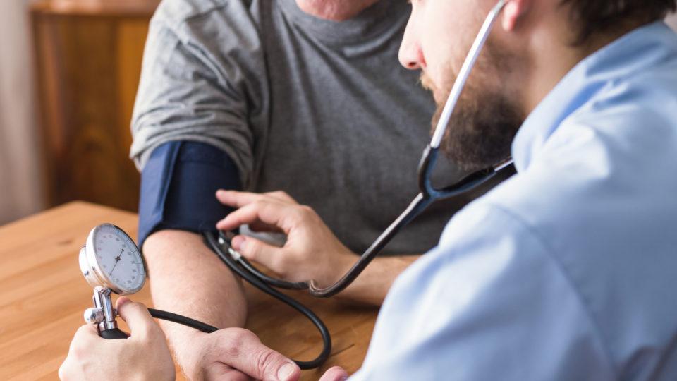 TRF-1 revoga liminar que permitia contratação de médicos estrangeiros sem revalidação do diploma
