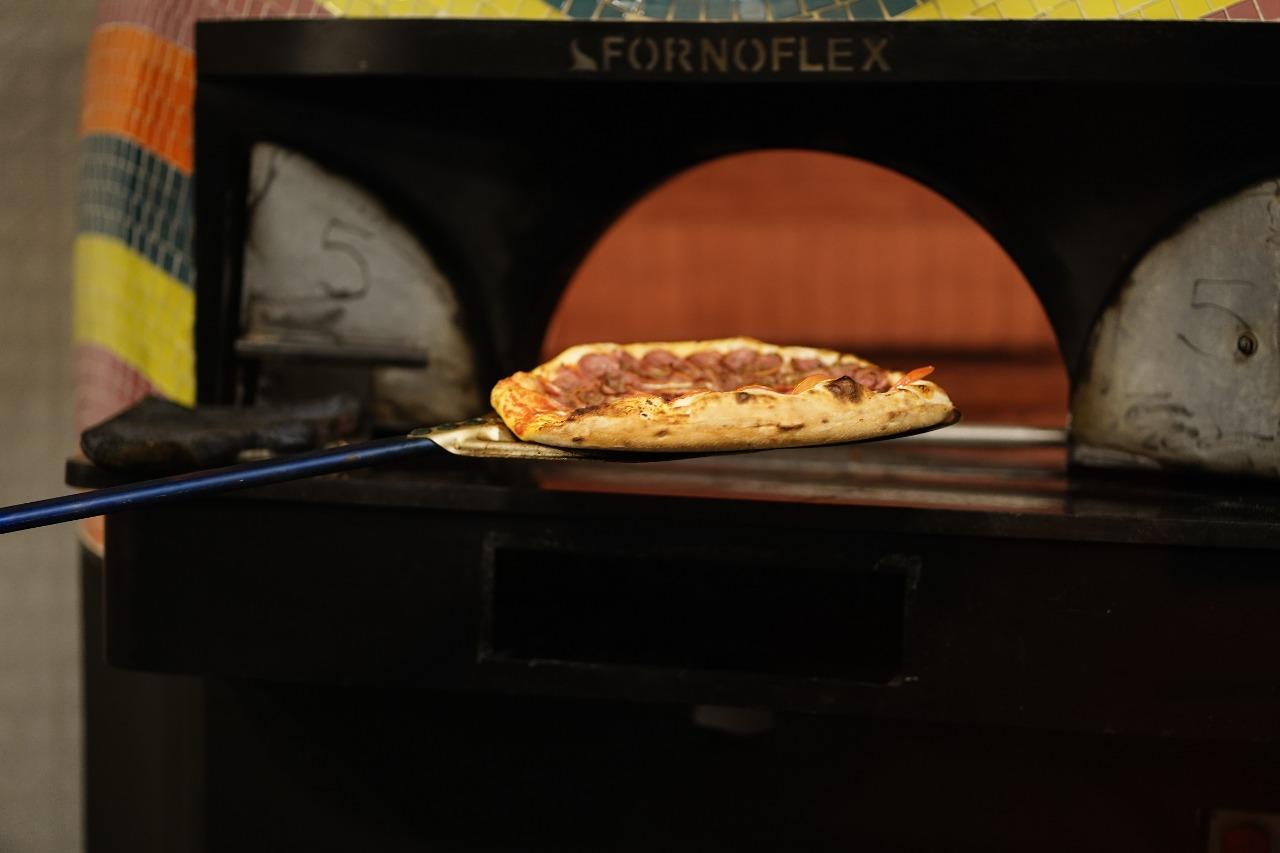 O forno da Marghê é dos mais modernos que existem e atinge altíssimas temperaturas para assar as pizzas em poucos intantes.