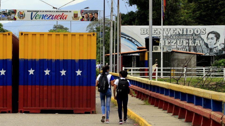 """""""O anúncio do provável uso dessas candidatas a vacina na população pediátrica, como Cuba e Nicarágua estão fazendo, é ainda mais preocupante"""", disse em comunicado a Sociedade Venezuelana de Infectologia."""