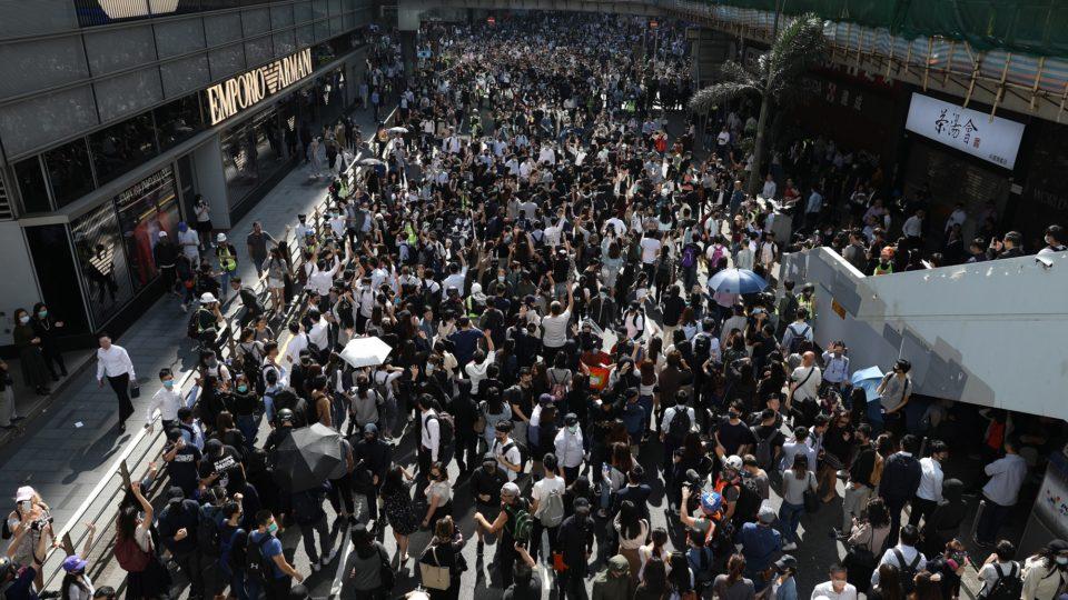 """Protestos em Hong Kong em 2019 foram classificados pela agência como """"verdadeira ameaça à democracia"""""""