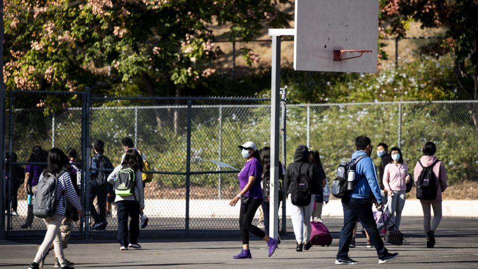 Estudantes em escola de Los Angeles, na Califórnia