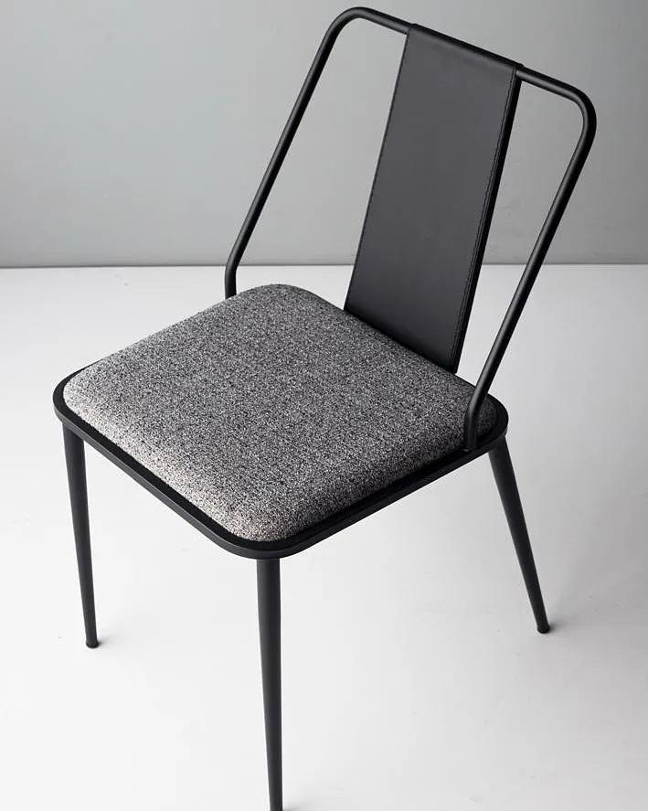 Cadeira Mook pela Doimo Brasil.