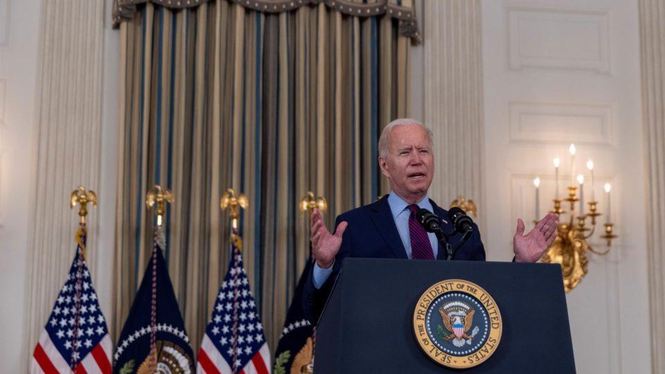 Presidente americano voltou a permitir que clínicas que recebem recursos federais façam encaminhamento para abortos