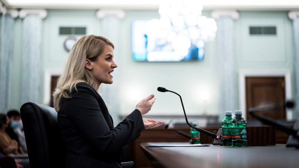 """Durante audiência, Frances Haugen reiterou informações que havia revelado à imprensa americana e pediu """"uma ação do Congresso"""""""
