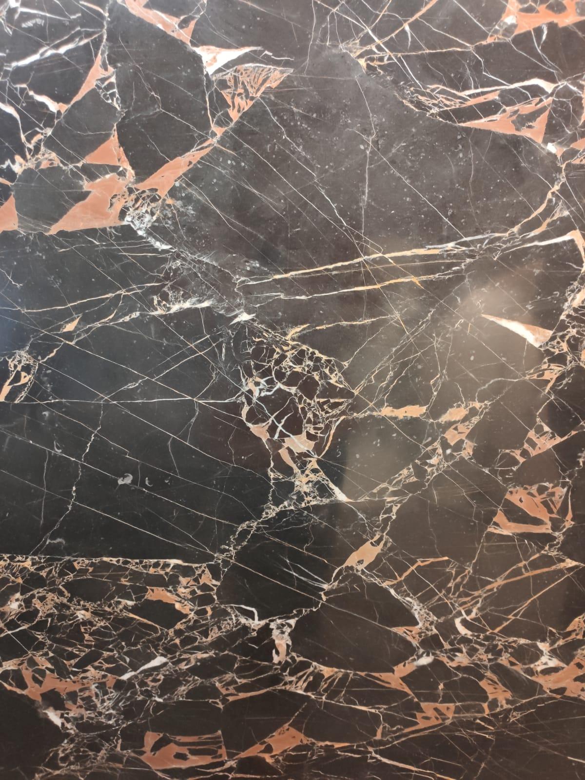Aspecto da pedra Golden Black, do Paquistão, na NPK