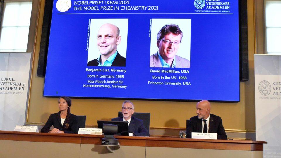 Dupla vence Nobel de Química por desenvolver ferramenta para construir moléculas