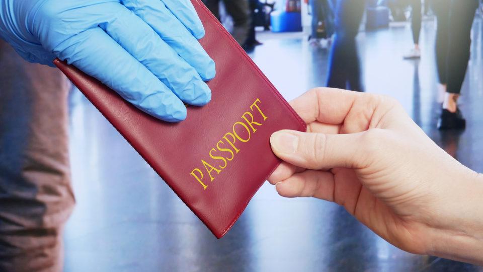 """O Brasil aparece em 20º lugar na lista deste ano dos passaportes mais """"poderosos"""" do mundo"""
