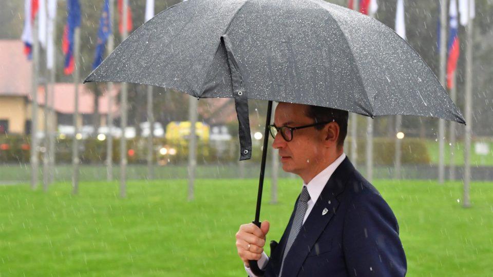 """Primeiro-ministro Mateusz Morawiecki havia questionado corte sobre """"extensas e razoáveis dúvidas"""" sobre a prevalência das leis da União Europeia"""