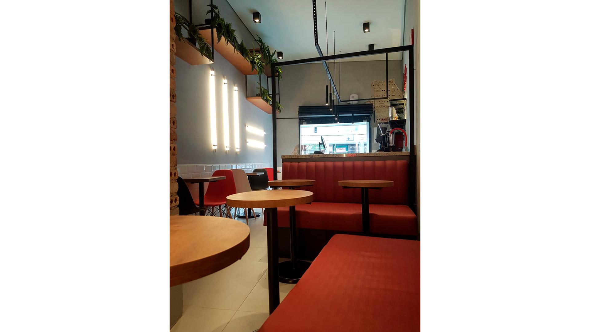 Espaço It's Coffee assinado pelo arquiteto Givago Ferentz