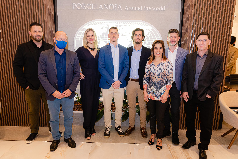 A equipe Porcelanosa com os palestrantes: Rodrigo Costa, Nelson Marinelli Filho, Vanessa Marinelli, Fernando Marinelli, Pepe, Rosane Guerra, Fernando Pigato, Alberto Oliveira