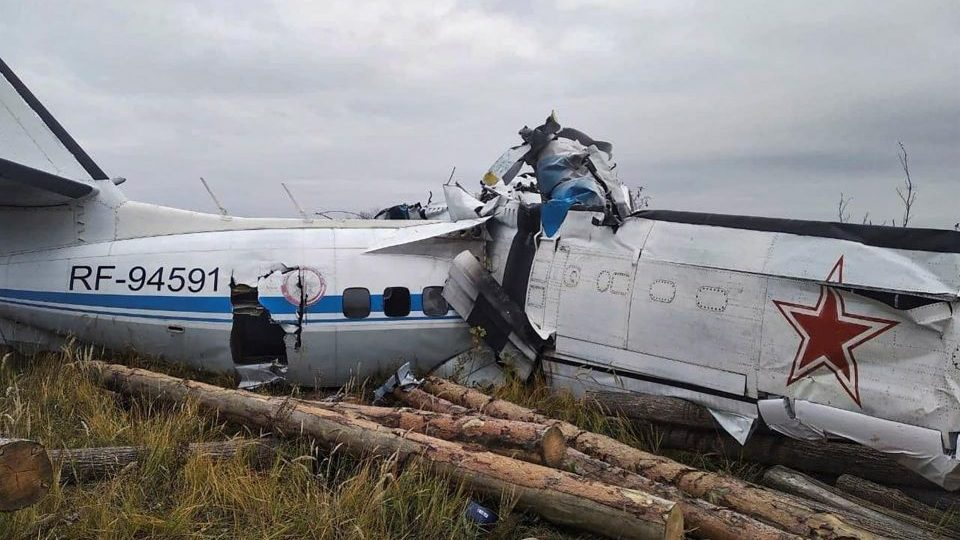 Avião que transportava paraquedistas caiu no Tartaristão, na Rússia.