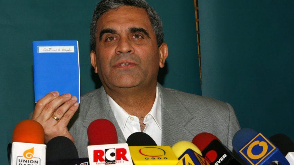O general venezuelano Raul Isaías Baduel, em foto de arquivo de 6 de dezembro de 2007
