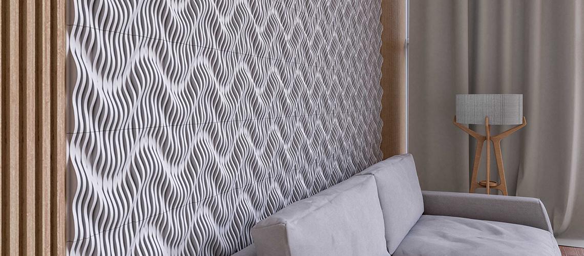 Parede revestida com a Fiji Waves, revestimento em mosaico de mármores que é um dos mais vendidos da Mosarte. Assim como as linhas Versalhes, Niterói Legno, Pétlas e Clarity, foi lançada em nova releitura na coleção Constelações.