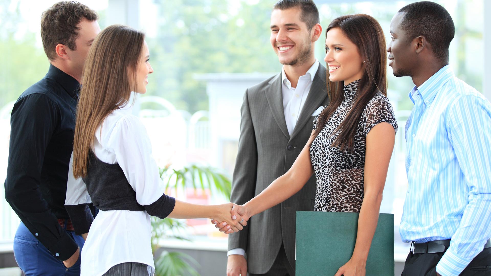 Além de aprimorar o idioma, um intercâmbio para empreendedores amplia sua rede de contatos e possibilita que você conheça novos negócios mundo afora.