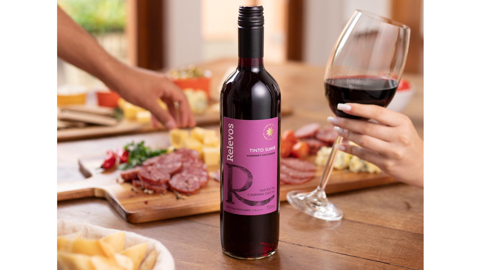 O tinto suave é produzido com a uva Cabernet Sauvignon