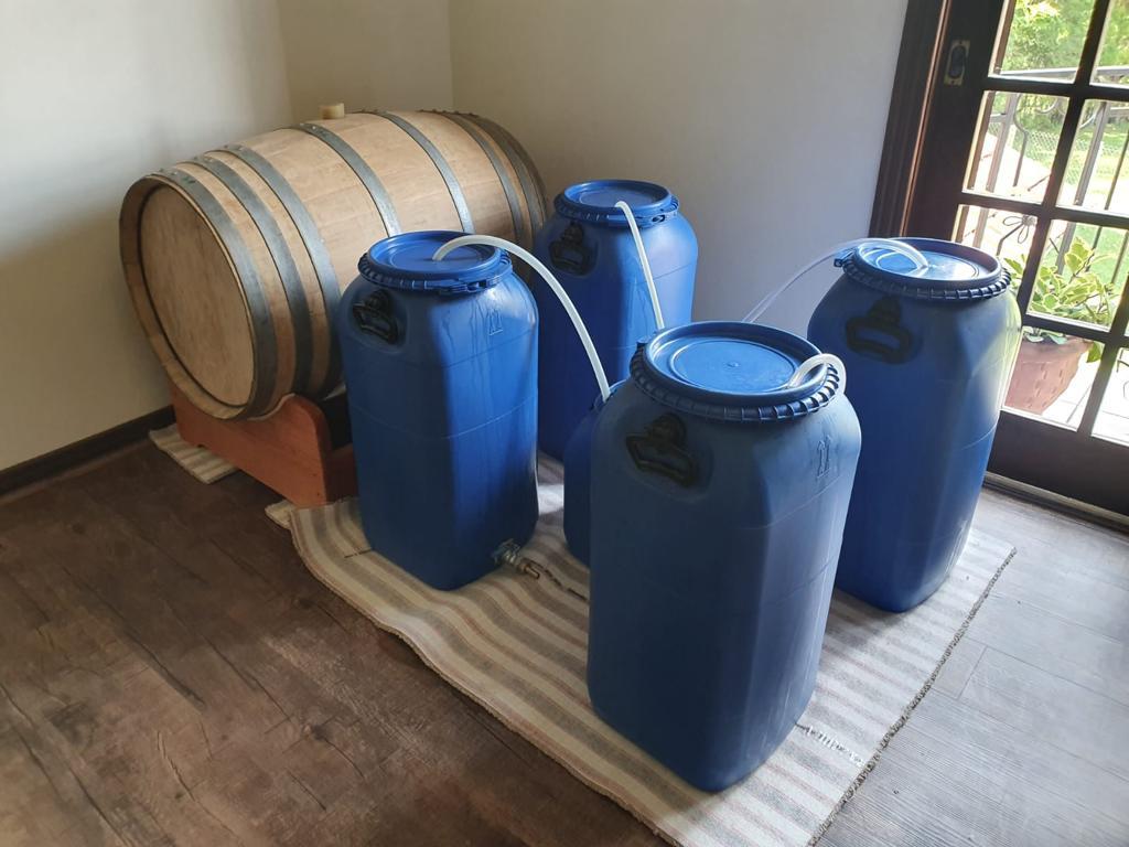 Feita em casa: produção vencedora maturando no barril.
