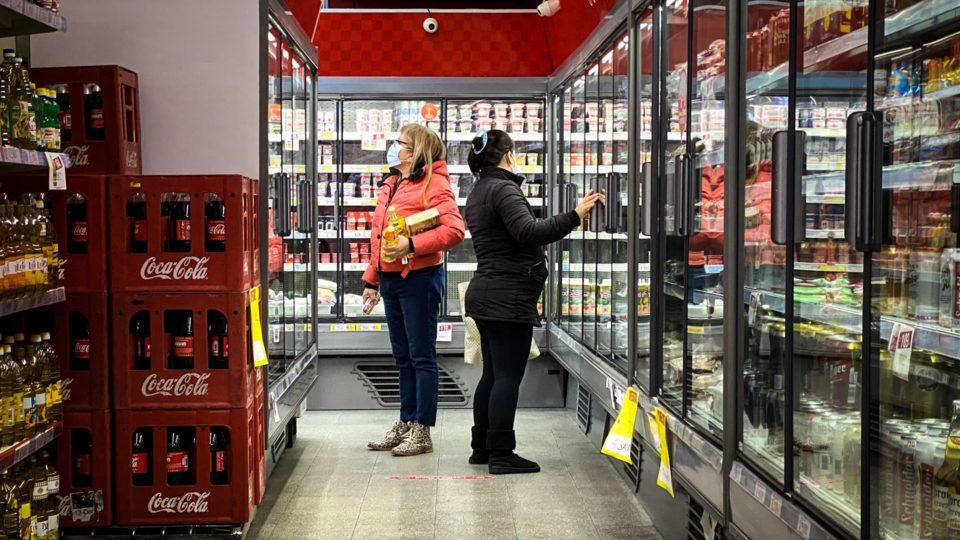 Supermercado em Buenos Aires: em cem anos, inflação média no país foi de 105% ao ano