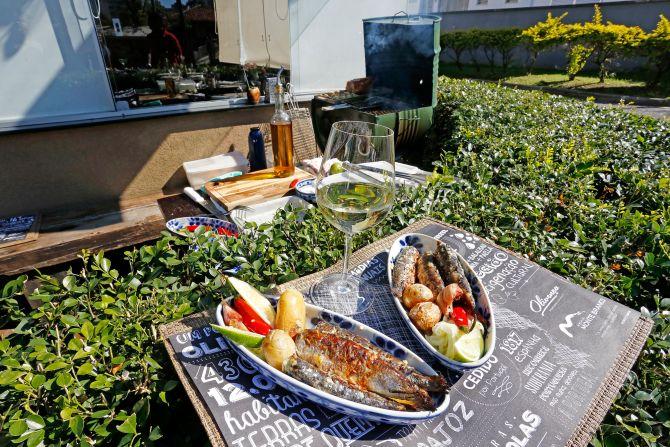 Sardinhas na brasa com batatas e cebola crua no azeite. O prato será servido no Olivença na Calçada no sábado, 26