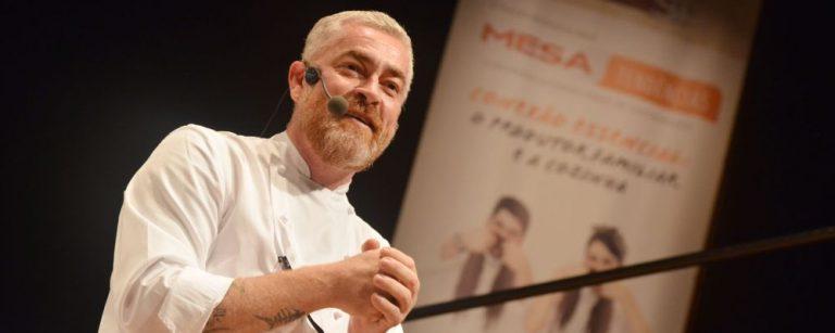 Chef Alex Atala, do restaurante D.O.M., durante sua palestra na Semana Mesa SP. Foto: Adriano Bellagente/Divulgação