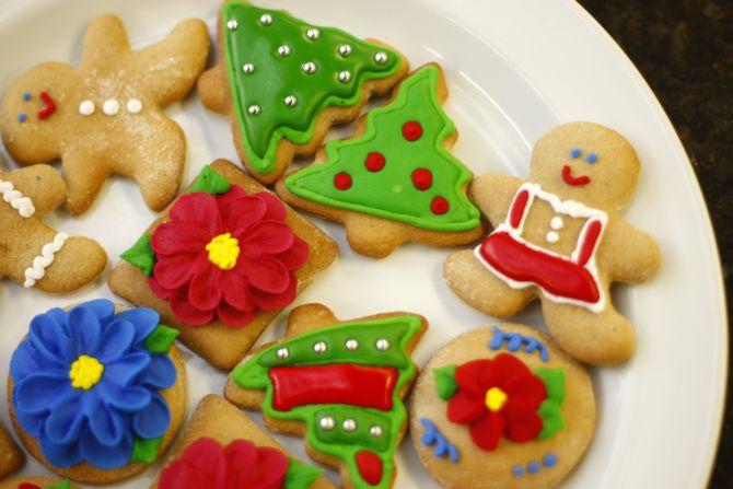 Como fazer bolachas de Natal com mel e decorações coloridas
