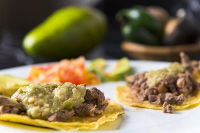 Tacos de filé mignon com guacamole