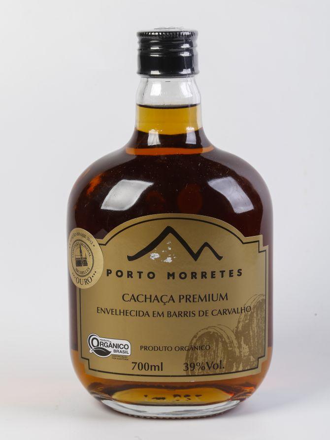 A Porto Morretes Premium, envelhecida por três anos em carvalho,, foi eleita melhor cachaça do Brasil na 2ª Cúpula da Cachaça. Foto: Daniel Derevecki/Gazeta do Povo.