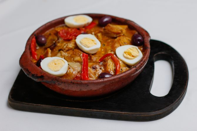 Bacalhau ao forno, tradicional prato pascoal do Lellis Trattoria. Foto: Isabella Mayer/Divulgação.