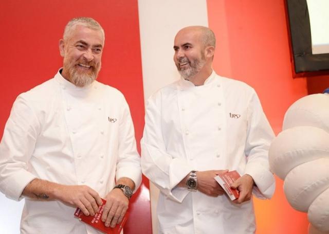 Alex Atala ao lado de seu subchef no D.O.M, Geovane Carneiro. O restaurante é o único duas estrelas. Foto: Ari Kaye|Divulgação