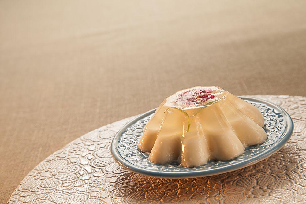 Manjar branco com gelatina de cachaça