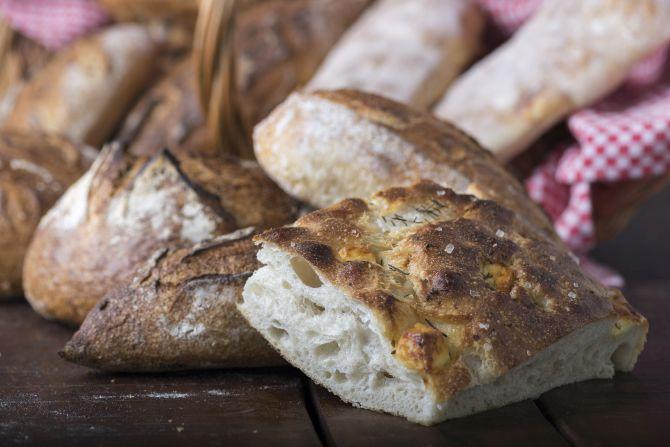 Pães de fermentação lenta são a especialidade da Fábrika Pães. Foto: Fernando Zequinão/Gazeta do Povo
