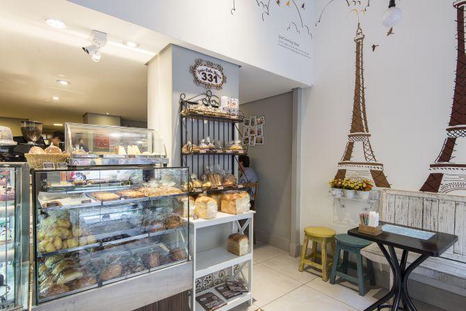 Na decoração o Paris Cake House remete muito às confeitarias francesas. Foto: Fernando Zequinão / Gazeta do Povo.