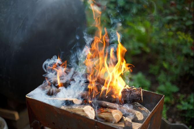 Norte-americanos preferem usar churrasqueira à lenha ou à gás. Foto: Bigstock.