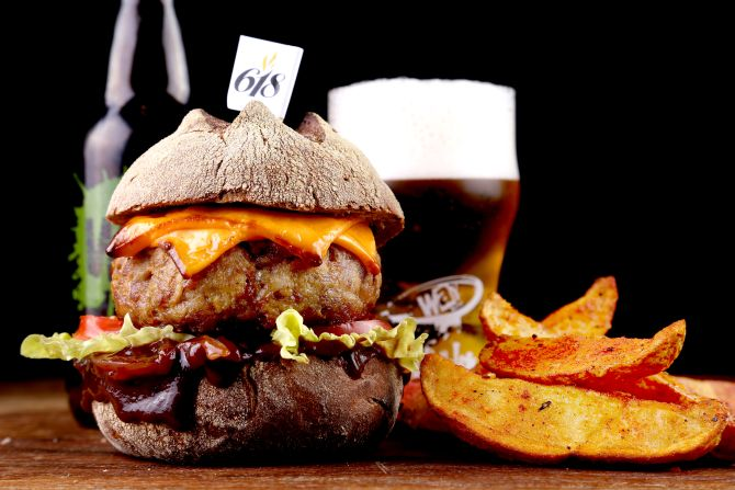 Veja os 80 hambúrgueres do CWBurguer Fest Curitiba