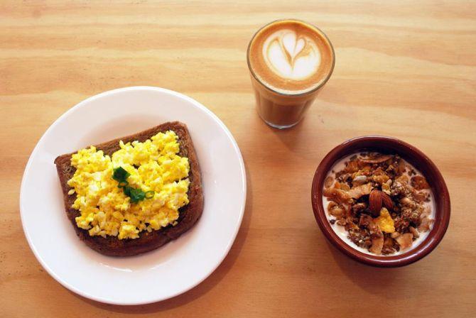 Barista Coffee Bar serve menu de café da manhã de segunda a sexta