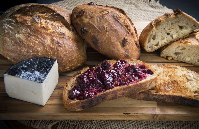 Pão com geleia da padaria orgânica Maçã. Uma fatia sai por R$ 8. Foto: Letícia Akemi/Gazeta do Povo