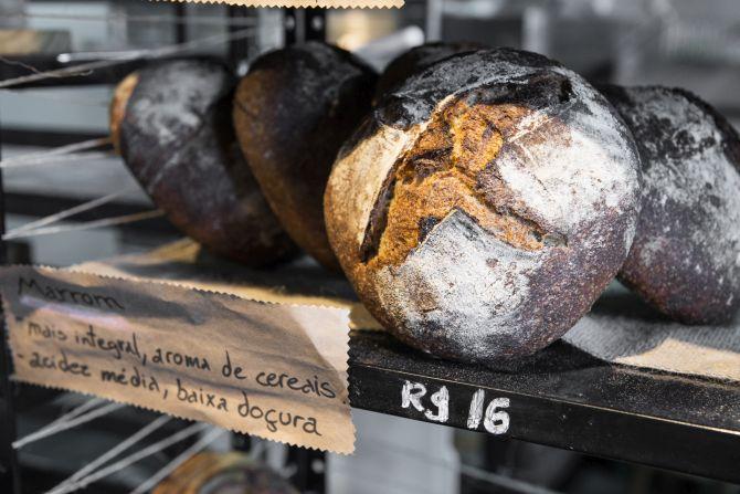 Pão marrom, com cerca de 70% de farinha integral da padaria Maçã. Foto: Letícia Akemi/Gazeta do Povo