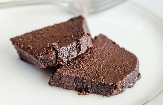 Bolo gelado de chocolate. Foto: Amanda Queiroz/Divulgação