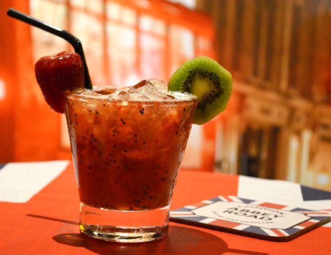 Abbey Road Pub - Caipirinha de Morango e Kiwi. Foto: Divulgação