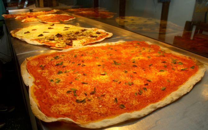 Pizzaiolo do Pizza vai ensinar a fazer o sabor margherita. Foto: Rodrigo Soppa/Gazeta do Povo.
