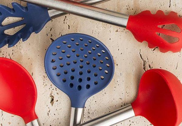 A regra é: um real vale um ponto e com 300 você garante um utensílio de cozinha em silicone da marca Brinox. Foto: Letícia Akemi / Gazeta do Povo.