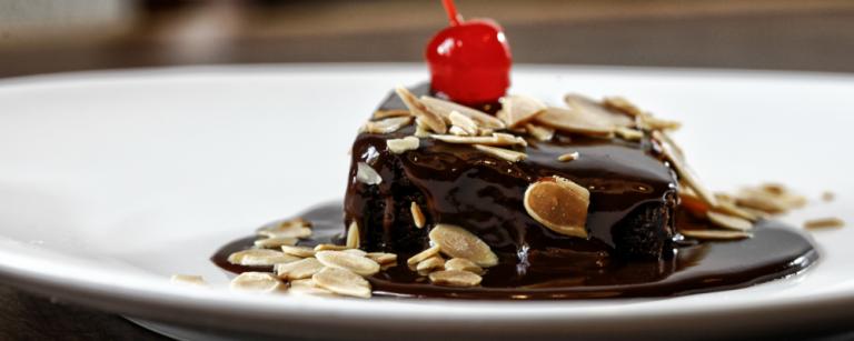 Aprenda a fazer o brownie do Madero na versão sem glúten