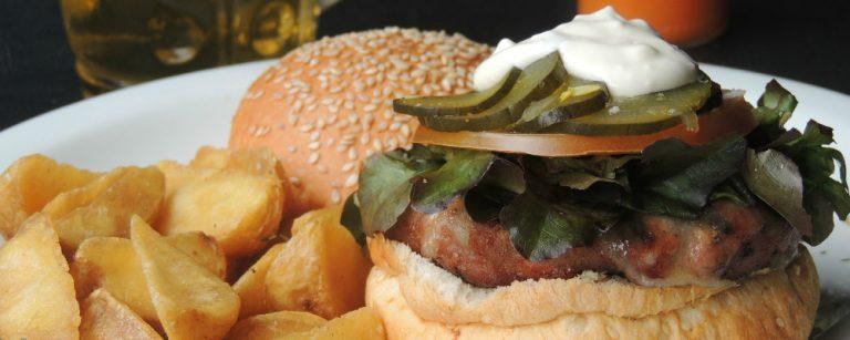 5 lugares servem hambúrguer de javali em Curitiba
